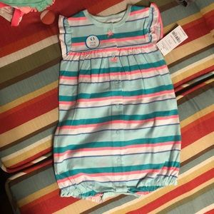 Nwt Adorable carters romper with crab on bottom.
